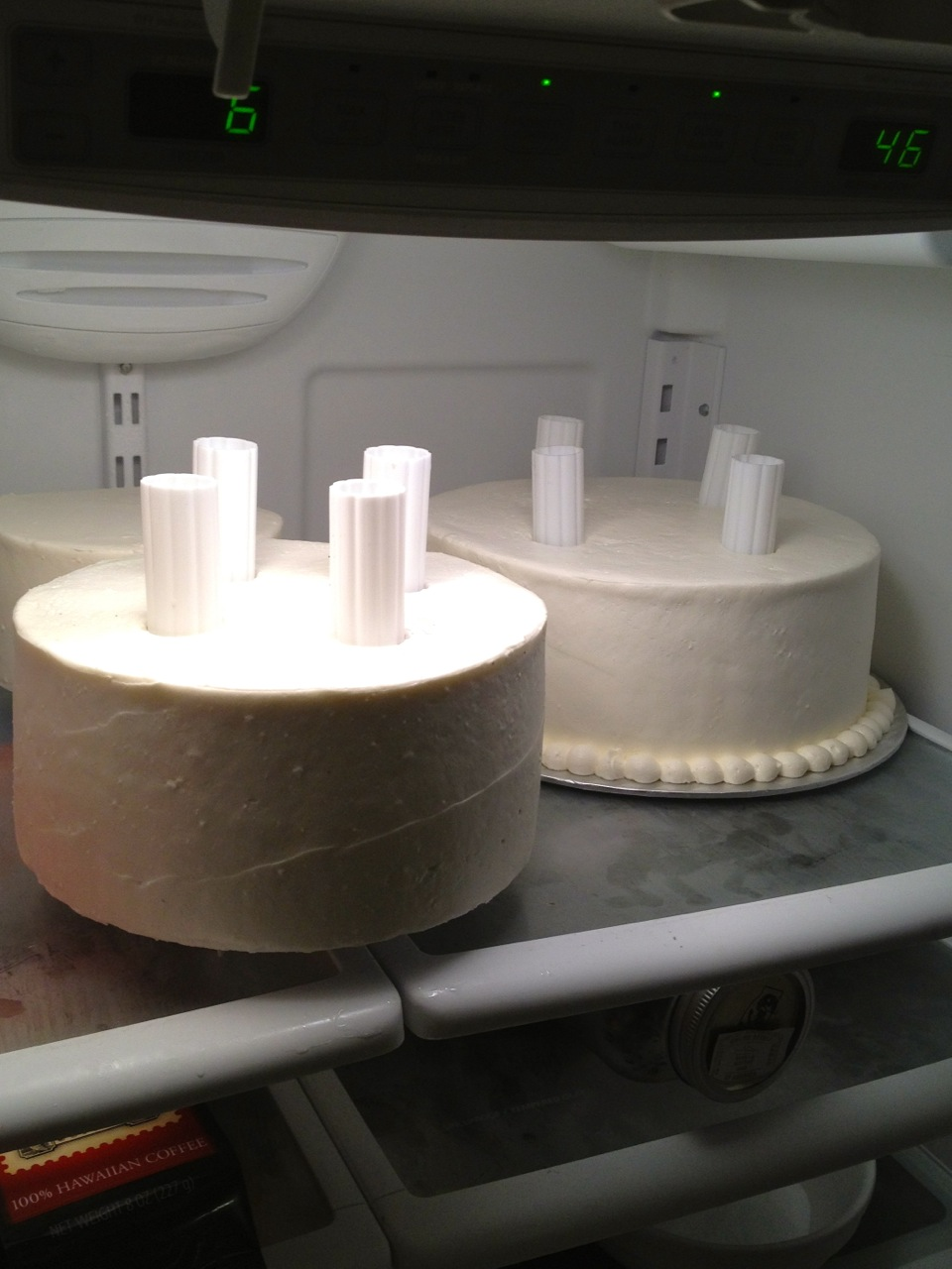 Assembling Wedding Cakes With Pillars